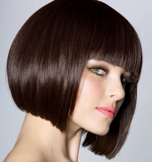 Comment couper une femme? Coupes de cheveux des femmes à la mode sur la photo