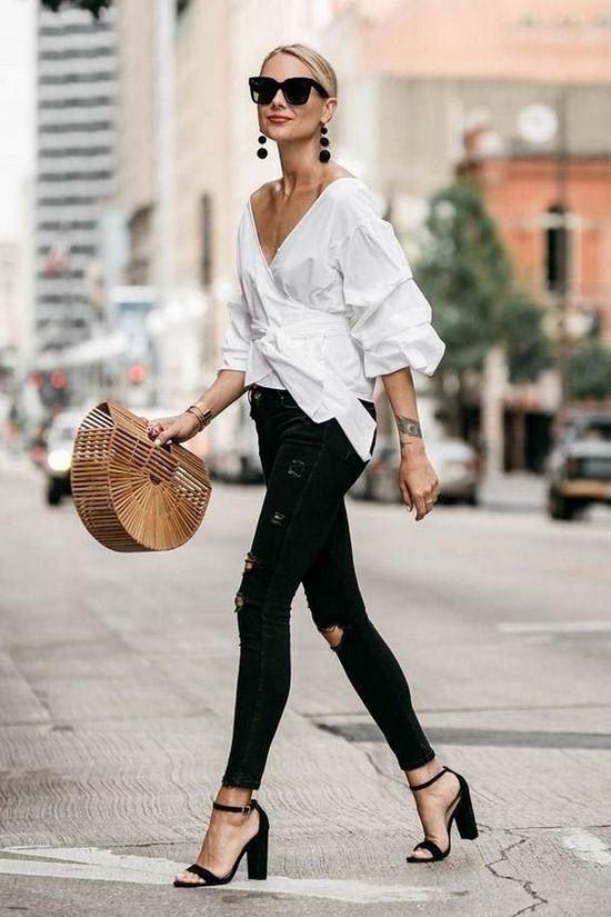 Moda gömlekler her zaman kadın gardırobunun ilgili bir öğesidir