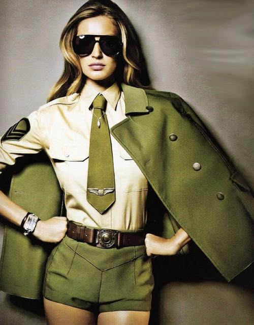 Olağandışı askeri stil: fotoğraflar, şık görüntüler, dolap fikirleri