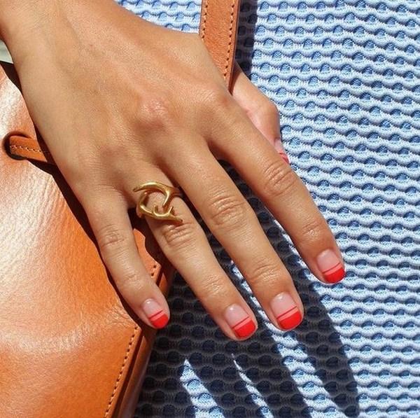 Kırmızı sevimli manikür: yeni