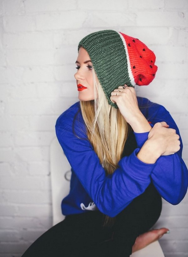 Şapkalar ve şapkalar için şık fikirler: en iyi trendler ve yeni ürünler