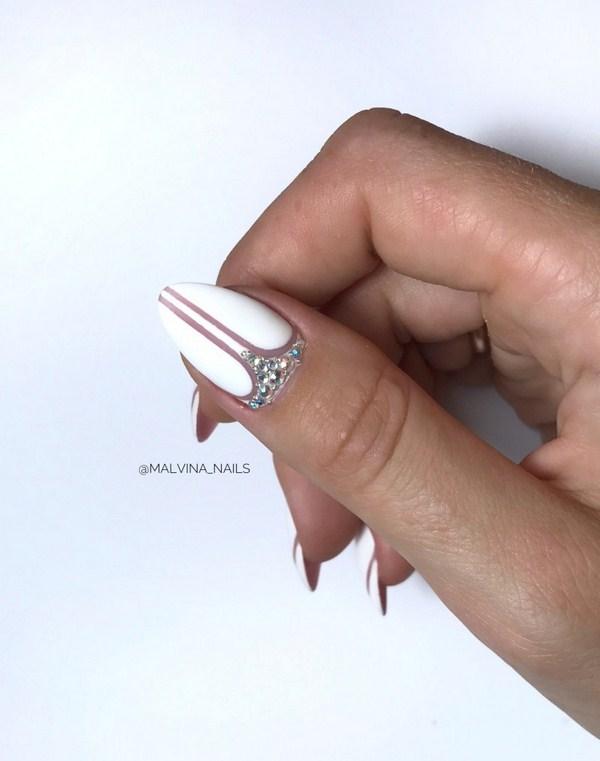 Gelinin düğün manikürü: lüks tırnak tasarım seçenekleri