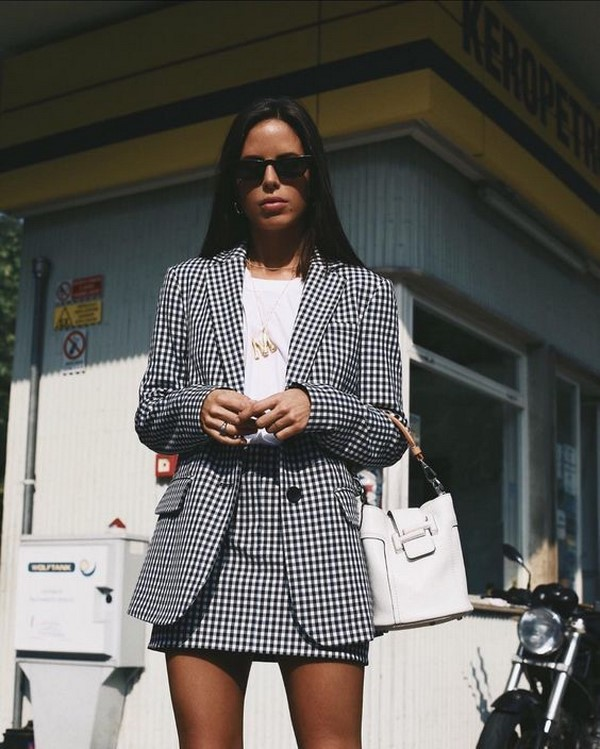 Yaz aylarında ne giymeli. Fotoğraftaki son trendler ve yeni görüntüler