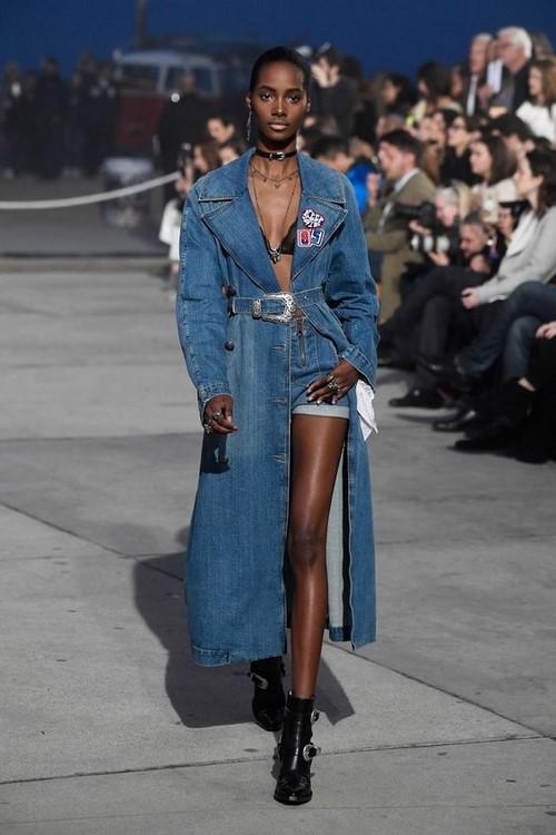 Denim kostümleri - denim giysilerin mevcut trendi
